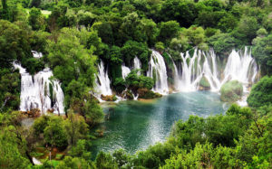 BIH-road-trip-Mostar-Jablanica-Pocitelj-Kravice-11-300x187